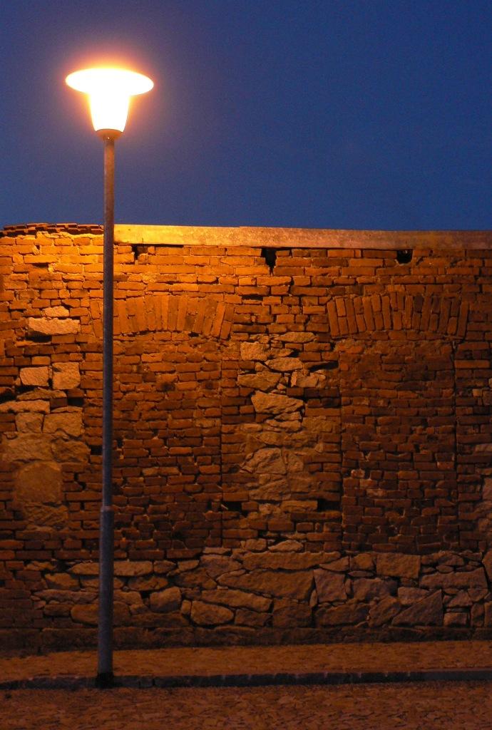 http://eldar.cz/hade/galerka/08_04_07/lampa.jpg